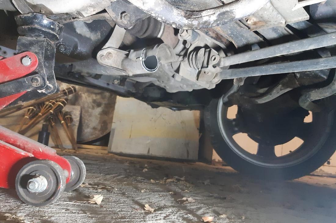 Brutale diefstal: katalysator op klaarlichte dag van auto gezaagd - De Limburger