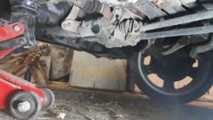 Brutale diefstal: katalysator op klaarlichte dag van auto gezaagd