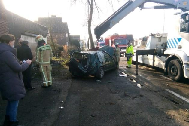 Auto slaat over de kop op Rijksweg in Maasmechelen
