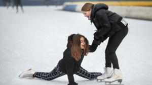 Lange rij bij schaatsverhuurloket Glanerbrook, 'dit is het enige dat nog kan'