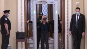 In belegerd Capitool zien de Democraten de Republikeinse collega's als gevaar
