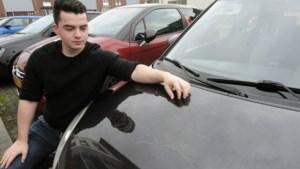 Kessel geteisterd door 'seriekrasser' die auto's beschadigt: 'Geen woorden voor. Of ja, genoeg. Maar die zetten we maar niet op Facebook'