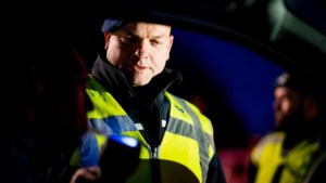 Roemeen (25) aangehouden na achtervolging op hoge snelheid over A67