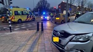 Auto en brommobiel botsen in buurt van ziekenhuis in Roermond