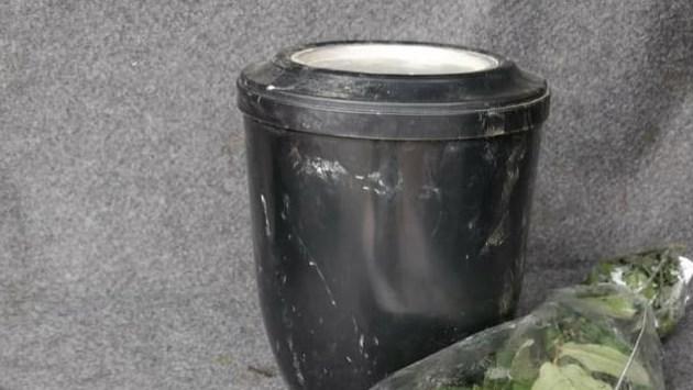 Gelener geschokt door vondst urn bij afval