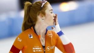 Schaatsster De Jong prolongeert Europese titel, zilver Schouten