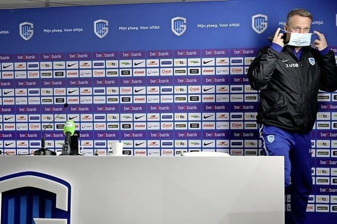 Van den Brom woest na nederlaag Genk op onbespeelbaar veld: 'We zijn geen amateurs'