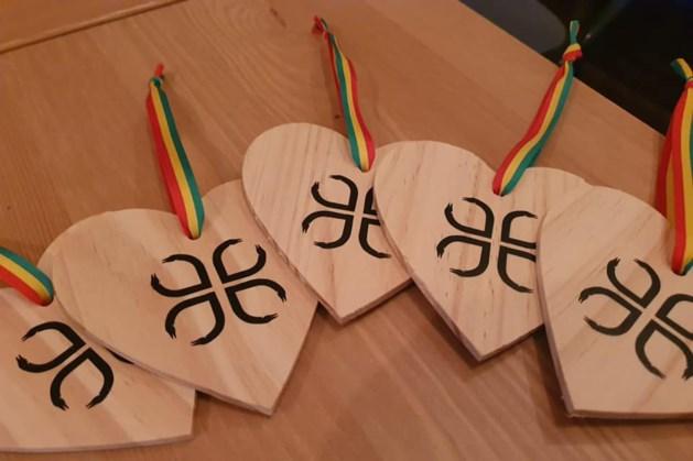 Torencomité Sittard verkoopt vastelaoveshartjes van Sjpassie
