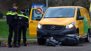 Scooterrijder raakt gewond bij botsing met bestelbusje in Baarlo