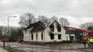 Grote brand in Horn verwoest leegstaand pand; horeca-ambities van eigenaren dreigen te stranden