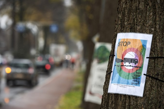 Omwonenden vragen met petitie om vaart te zetten achter de reconstructie van de drukke Tongerseweg in Maastricht