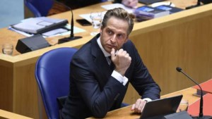 'Avondklok, vliegverbod vanuit het VK en quarantaineplicht woensdag aangekondigd'