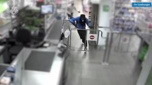 Video: Supermarktrover laat pistool achter bij overval