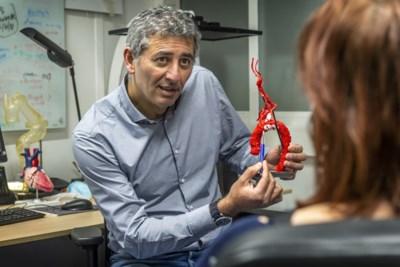 Hartchirurg Ehsan staat ook stil bij zorgen van patiënt: 'Buiten de operatiekamer is er meer'