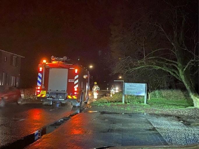 Onstuimige nacht: grote boom valt vlak langs huis