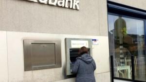 Ergens in Limbricht: Oma lokt haar kleinkinderen met 50 eurobiljetten, anders komen ze zelden langs