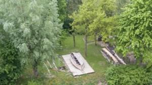 Botenbouwers werken aan historische praam van Slot Schaesberg