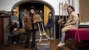 Piet Naus tv maakt Corona Conference vanuit Leveroy in cowboystijl