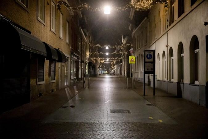 Eerste nacht avondklok: handjevol mannen protesteert op Vrijthof, vuurwerk in Beringe