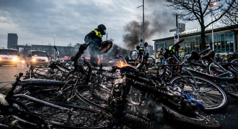 Plunderingen en rellen bij coronaprotest in Eindhoven, politie belaagd met vuurwerk