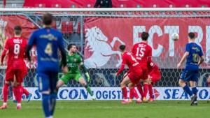 Twee counters genoeg voor volle buit: VVV wint met 0-1 bij Twente