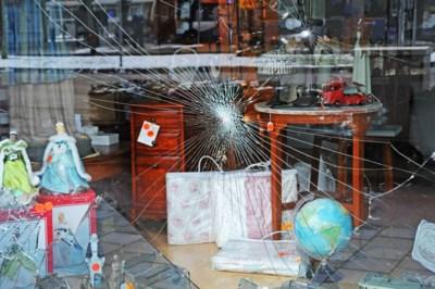 Venlose ondernemer zag molotovcocktails en varkensruggen door de ruiten vliegen: 'Vreselijk wat dat tuig heeft aangericht'