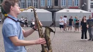Maastrichtse straatvideo van 19-jarige saxofonist ruim 11 miljoen keer bekeken
