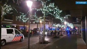 Video: Politie jaagt relschoppers hard op door centrum Geleen