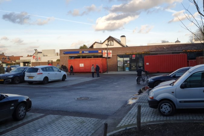 Noodverordening in Echt-Susteren, ondernemers plaatsen containers voor de deur