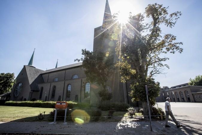 Tweehonderd parochianen maken 'te vroeg' bezwaar tegen verkoop Weerter kerk