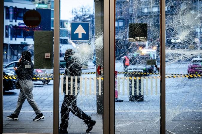 Eindhovenaren schenken nieuwe piano aan station na rellen