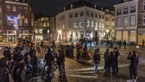 Een patrouille van 'trotse Maastrichtenaren' door de stad moet relschoppers afschrikken