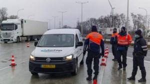 Veertig auto's van de weg gehaald bij grenscontroles in Maasmechelen omdat ze geen verklaring bij zich hadden