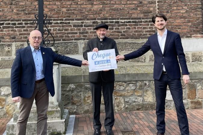 Cheque van drieduizend euro voor Caritas045