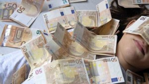 Nederlanders staan in de 'spaarstand': huishoudens sparen recordbedrag