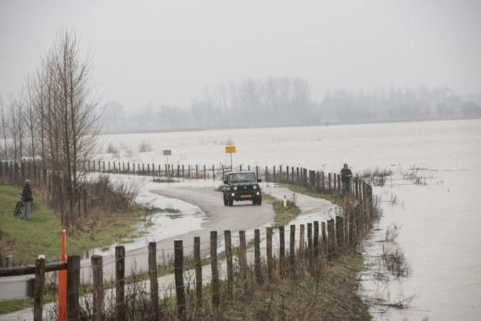 Hoge waterstand trekt veel bekijks: 'Zo lijkt de Maas weer op een rivier'
