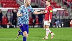 Ajax profiteert via zege op AZ optimaal van uitglijder PSV