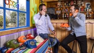 Hippe oude draaitelefoons krijgen bij knutselaars in Ohé en Laak een tweede leven