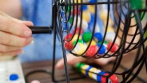 De Doorzetters uit Neerbeek spelen Bubbelbad Bingo
