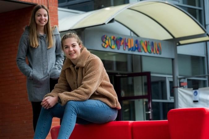 Lotte en Ilse uit Eys winnen prijs voor werkstuk over dialect: 'Geen taal? Maar dat is het dus wel'