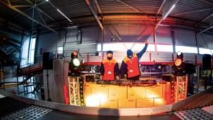 Dj-duo Lucas & Steve draait in lunchpauze DHL: 'Effe wat nieuwe energie voor de medewerkers'