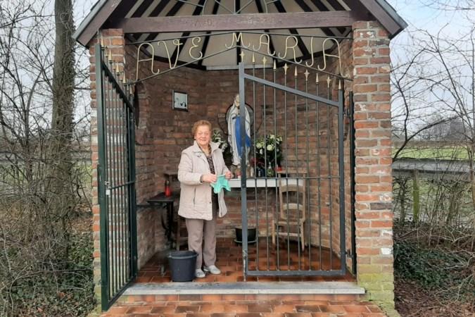 'Fien oet t stroatje' zorgt met ziel en zaligheid voor de Maria Veldkapel in Puth