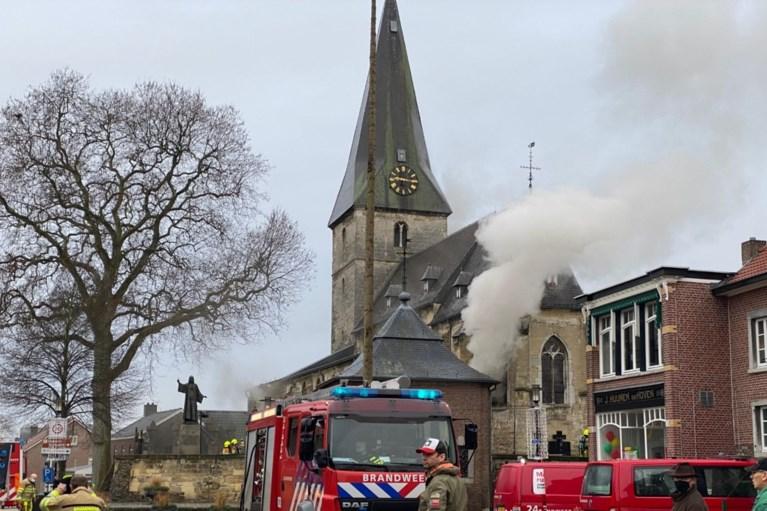Video: Grote brand in kerk Noorbeek onder controle