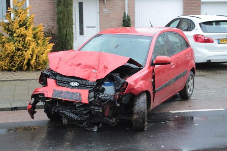Ravage aan tuin en auto's bij botsing in Kerkrade