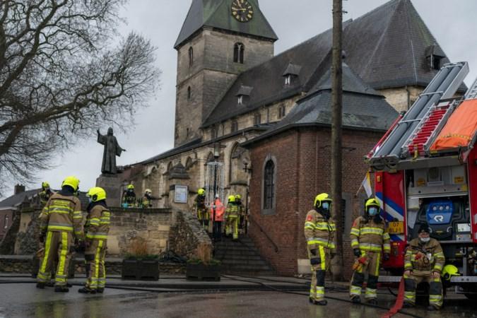 Het hoofdaltaar is volledig verwoest, maar Sint Brigida is als bij een wonder ongedeerd gebleven