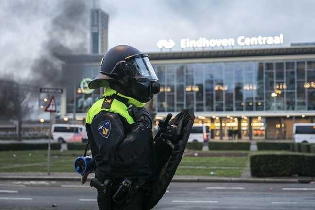 ME'ers lopen corona op na rellen, ook tal van agenten in quarantaine