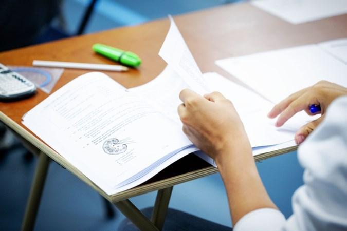 Grote verdeeldheid over eindexamens: wel of niet door laten gaan?