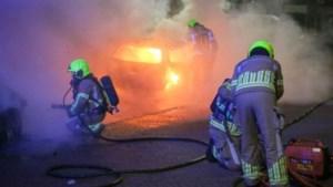 Twee auto's vatten vlam in Weert