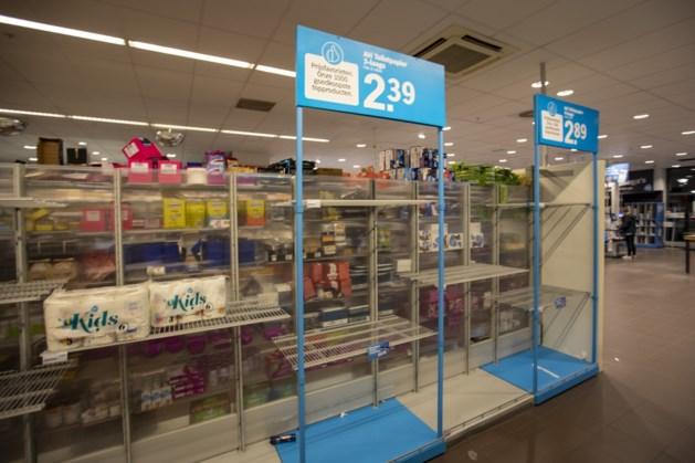 Hamsteren voor de sneeuw: lege schappen bij supermarkten