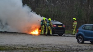 Auto vat vlam in Brunssum